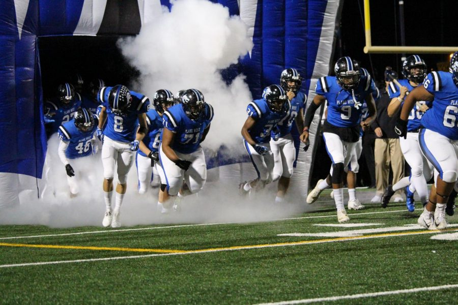 Plano+West+running+out+of+the+tunnel+last+Friday+against+Plano+East.